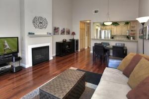 7628 Hollister Avenue,Goleta,Santa Barbara,93117,2 Bedrooms Bedrooms,Condominium,Hollister Avenue,1011
