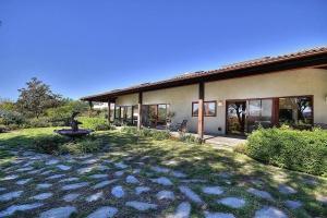 970 Camino Del Retiro,Santa Barbara,Santa Barbara,93110,4 Bedrooms Bedrooms,3 BathroomsBathrooms,Single Family Home,Camino Del Retiro,1049